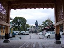 銅造日蓮聖人立像